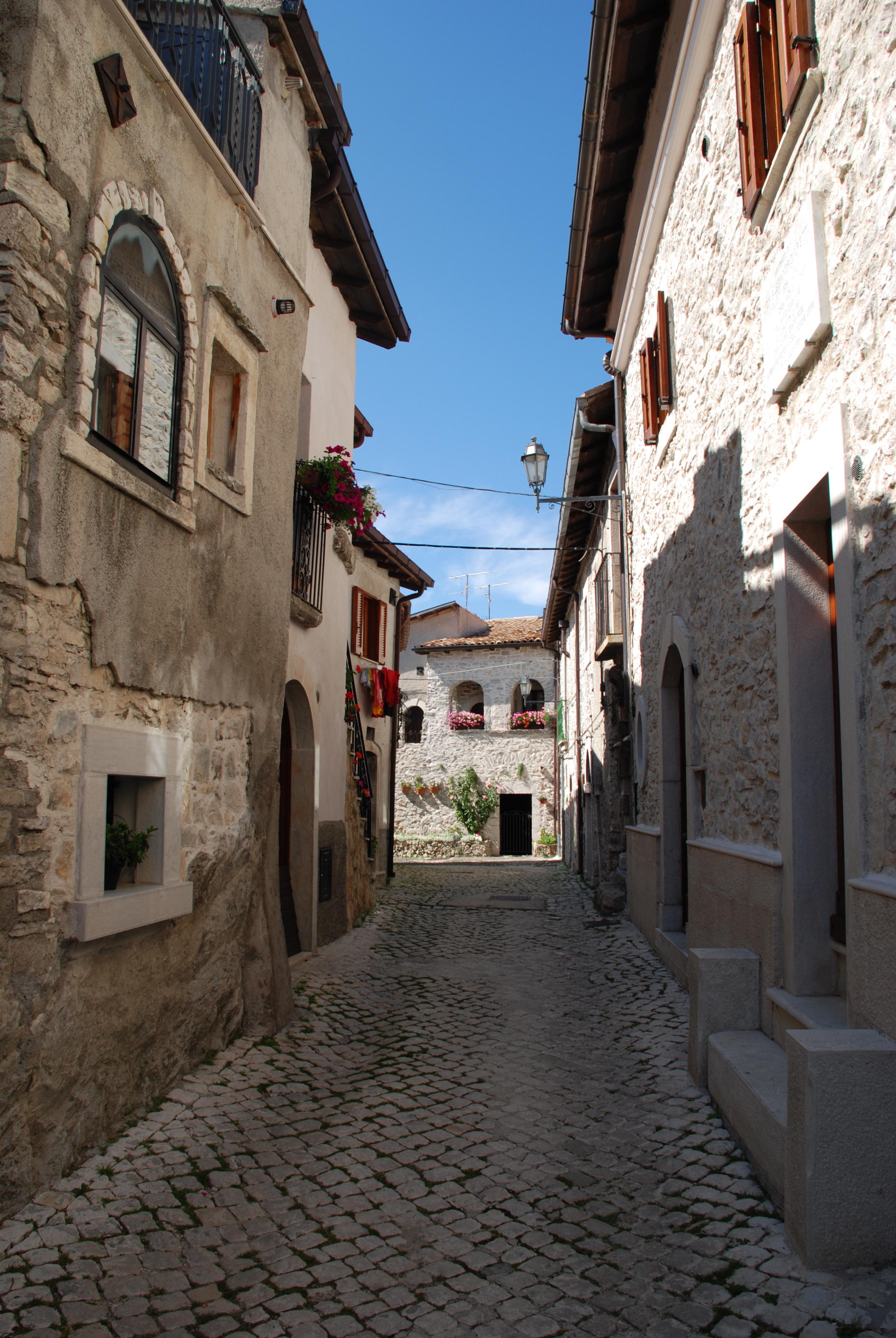 Il Borgo di Opi_il borgo_via torre